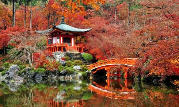 Benten-do dan kolam Benten dalam kompleks Daigo-ji