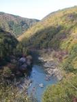 Sungai Katsura yang membelah bukit Arashiyama, dilihat dari Tenbodai
