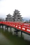 Kastil Matsumoto dari sisi jembatan